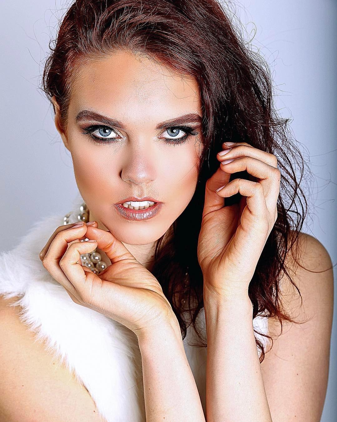 Julie Silvero's Model portfolio
