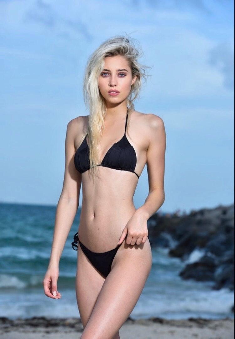 Alicja August's Model portfolio